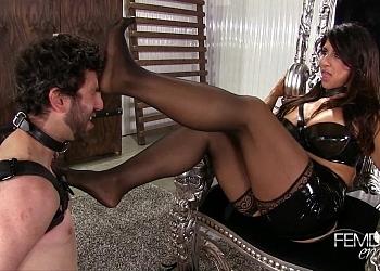 Feet Mistress raven